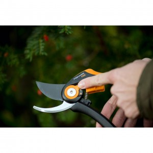 Foarfeca bypass ajustabila Fiskars Smart Fit P68, 208 mm