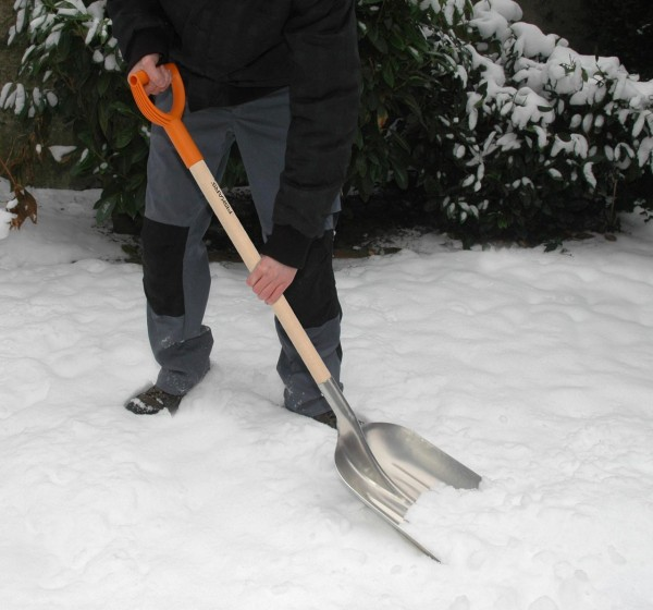 lopata-fiskars-snow-grain-1001637